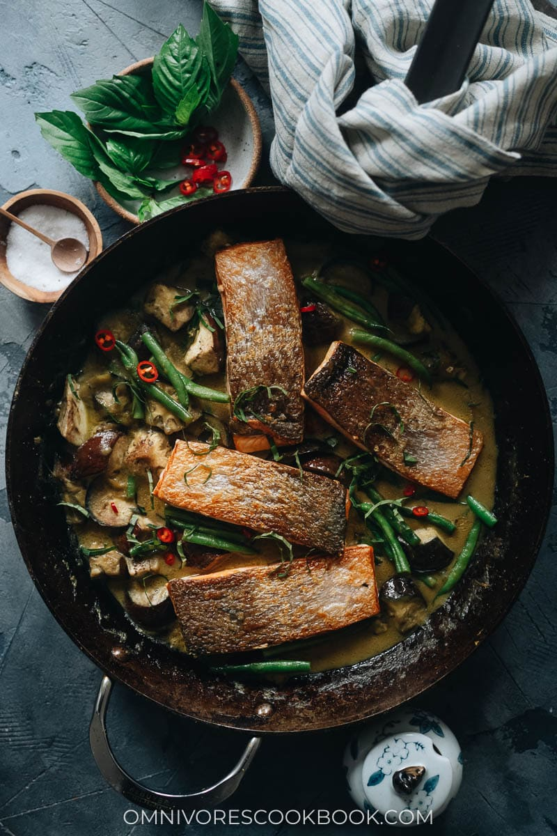 Crispy Thai-style salmon curry in a pan