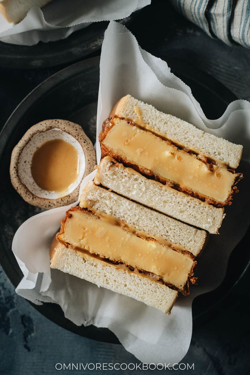 Egg sandwich with sauce
