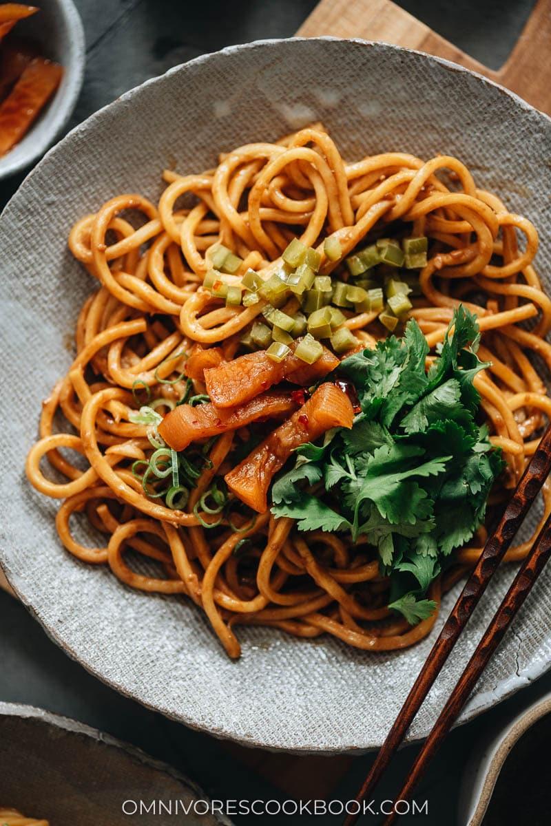 Hot dry noodles close up