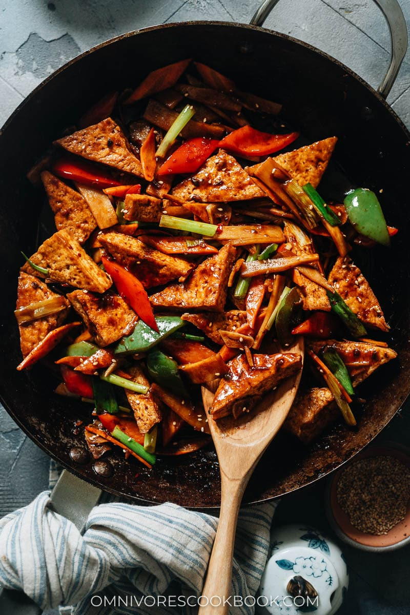 Home style tofu with spicy sauce, peppers and bamboo shoots