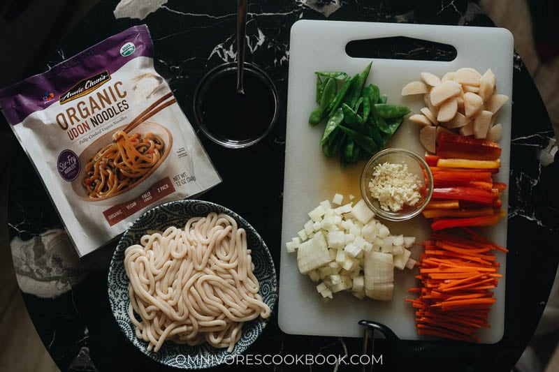 Ingredients for making vegetable udon stir fry