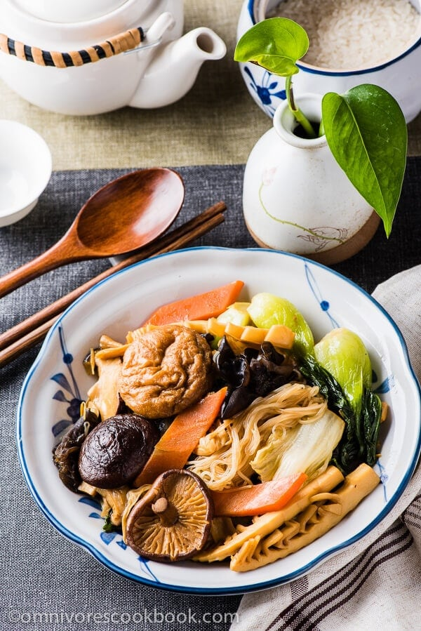 23 Vegan Chinese Recipes for Your Next Holiday Dinner Party - Buddha's Delight (Jai, Chinese Vegetarian Stew)