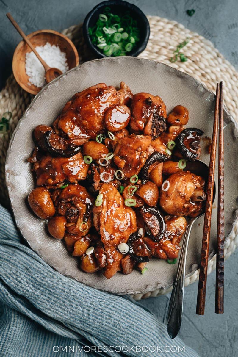 Braised chestnut chicken in a bowl