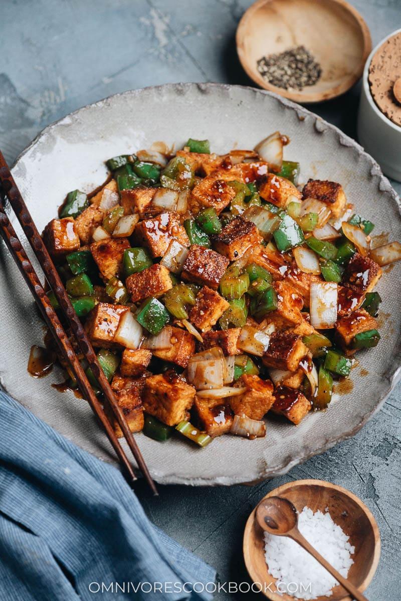 Quick, easy, crispy black pepper tofu (vegan)