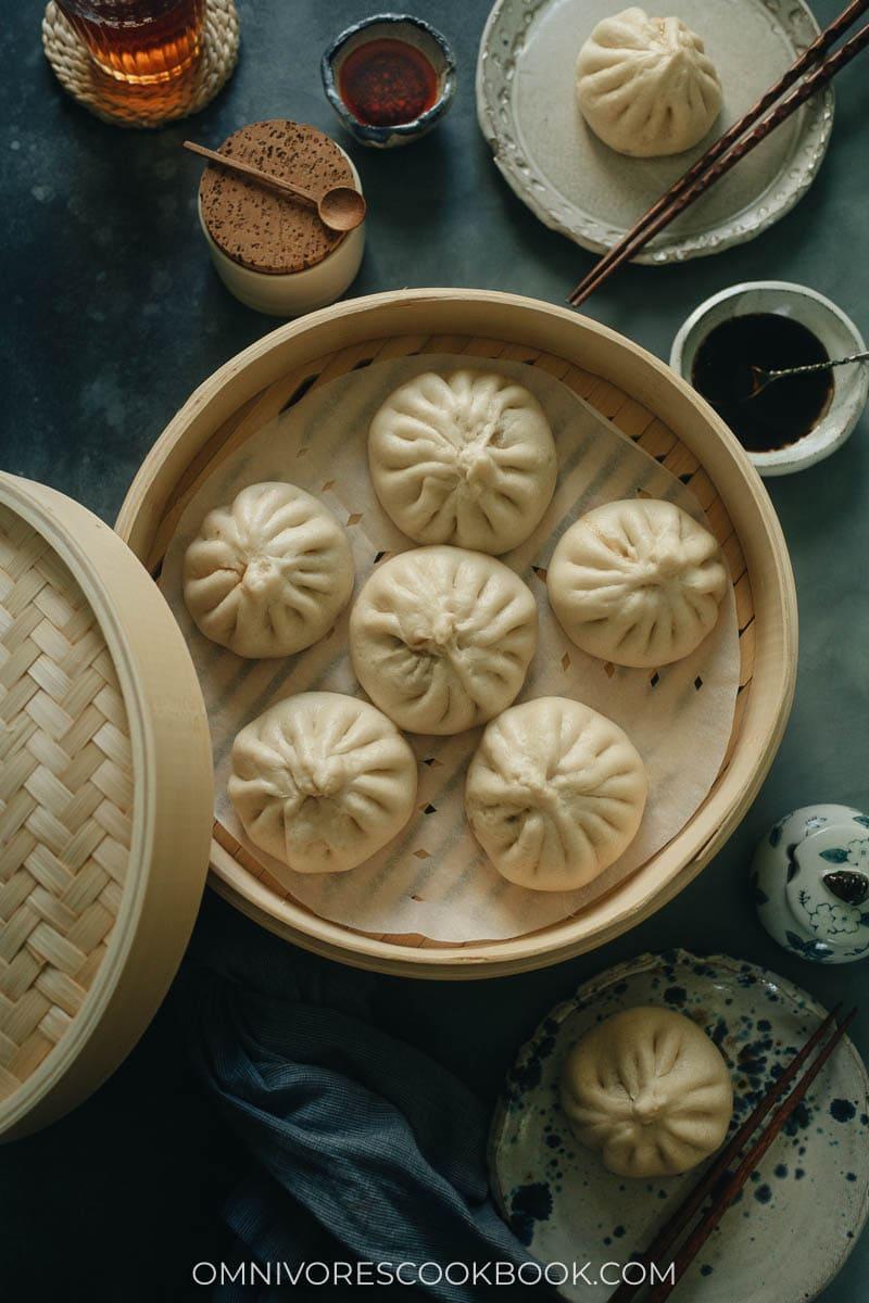 Chinese pork and chive baozi