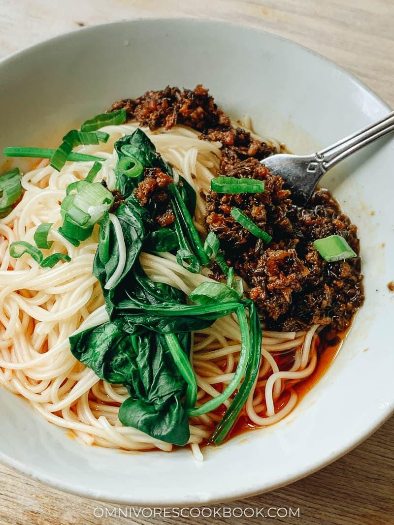 A bowl of Sichuan dan dan noodles