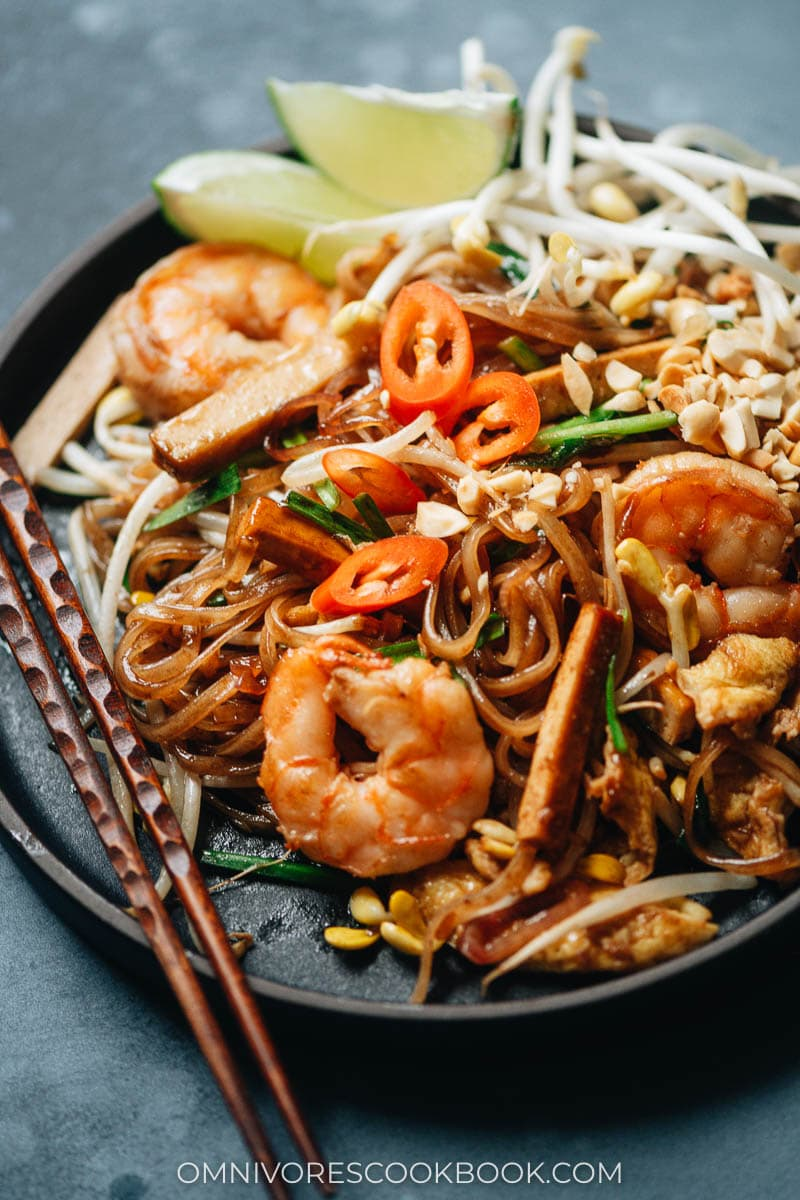 Fast shrimp pad thai with smoked tofu in tangy sauce