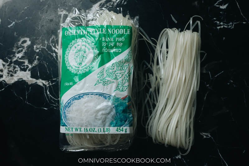 Dried packaged rice noodles for pad thai